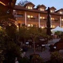 Aktivhotel_Crystal-St_Oswald-Hotel_outdoor_area-69200.jpg