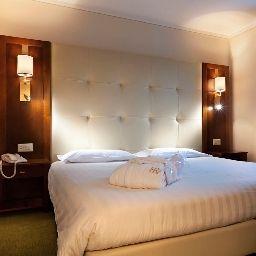 Reine_Victoria-Sankt_Moritz-Triple_room-70464.jpg