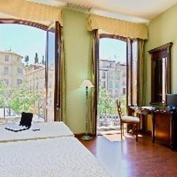 Plaza_Nueva-Granada-Room_with_balcony-2-70528.jpg