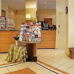 Reception Le Parisiana INTER-HOTEL