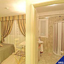 Camera White Palace