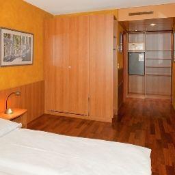 California-Zurich-Room-2-72111.jpg