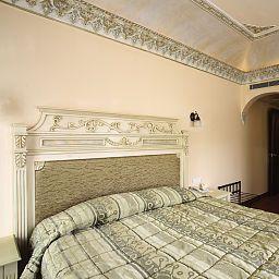 Sultanahmet_Palace-Istanbul-Room-1-72892.jpg