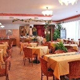Romantic-Cavaion_Veronese-Breakfast_room-1-75240.jpg