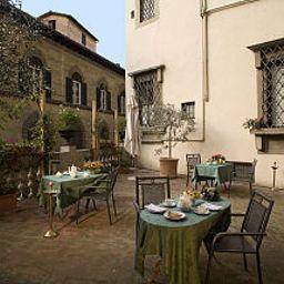 Paris-Florence-Terrace-75696.jpg