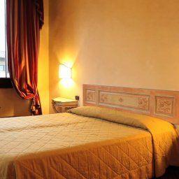 Paris-Florence-Room-6-75696.jpg