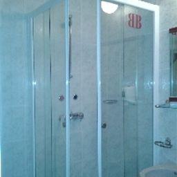 Bed-Breakfast_Hotel_Budapest-Budapest-Bathroom-1-77131.jpg