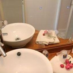 Comfort_Hotel_Lille_-_Mons_En_Baroeul-Lille-Bathroom-1-77582.jpg