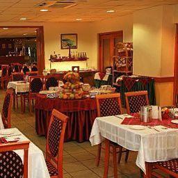 Eben-Budapest-Restaurantbreakfast_room-77752.jpg