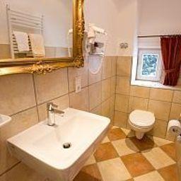 Hotelpension_Nuhnetal-Winterberg-Badezimmer-3-77976.jpg