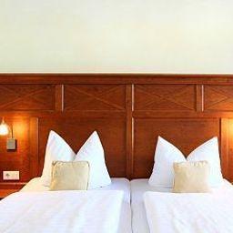 Hotelpension_Nuhnetal-Winterberg-Standardzimmer-5-77976.jpg