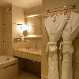 Renoir-Cannes-Bathroom-2-79747.jpg