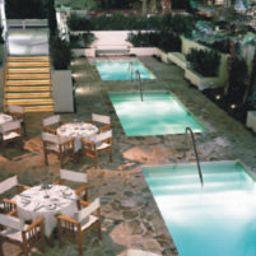 Lords_South_Beach_at_Nash-Miami_Beach-Restaurantbreakfast_room-84590.jpg