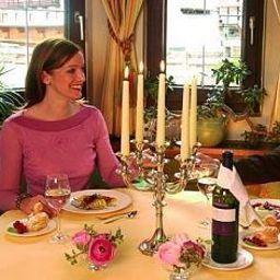 Haymon-Seefeld_in_Tirol-Breakfast_room-85807.jpg