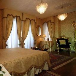 Zimmer Palace