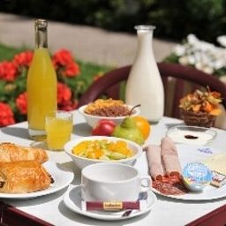 Hotel_Amarante_anc_Hotel_Balladin-Besancon-Restaurantbreakfast_room-88613.jpg