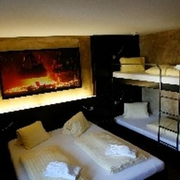 feRUS_hotel-Emmenbruecke_Emmen-Four-bed_room-88682.jpg