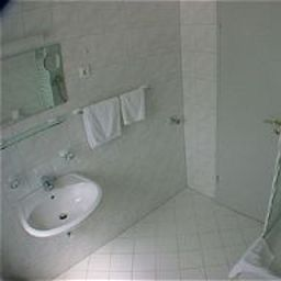 Abode-Dusseldorf-Bathroom-91575.jpg