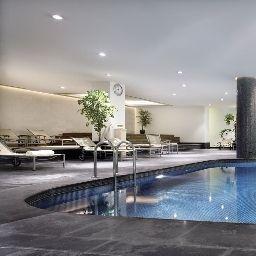 Swimming pool Mövenpick Hotel Istanbul