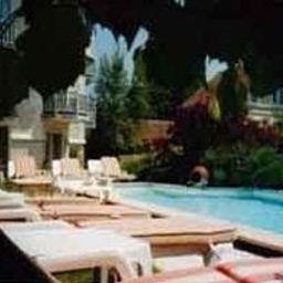 L_Augeval_Hotel_de_Charme-Deauville-Pool-95303.jpg