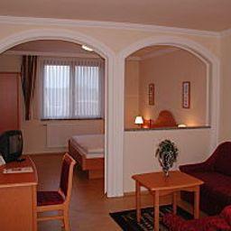 Schreiner-Deutschkreutz-Room-102102.jpg