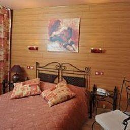 Les_Pins_Logis_de_France-Haguenau-Room-4-102186.jpg
