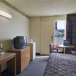 TRAVELODGE_NEWPORT_RIVERFRONT-Newport-Standardzimmer-3-109714.jpg