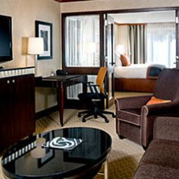 MILLENNIUM_BOSTONIAN_HOTEL-Boston-Suite-4-123854.jpg