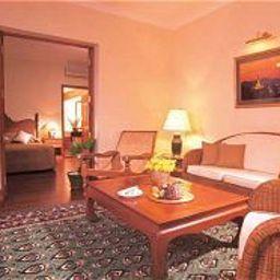 Savoy_Hotel-Yangon-Suite-127518.jpg