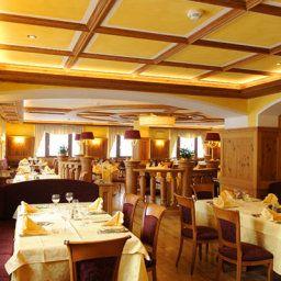 CERANA_RELAX_HOTEL-Madonna_di_Campiglio-Restaurantbreakfast_room-128056.jpg