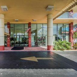 Vista esterna Quality Inn & Suites at Tropicana Field