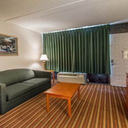Suite Quality Inn & Suites at Tropicana Field