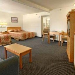 HOJO_SAN_DIEGO_HOTEL_CIRCLE-San_Diego-Suite-138508.jpg