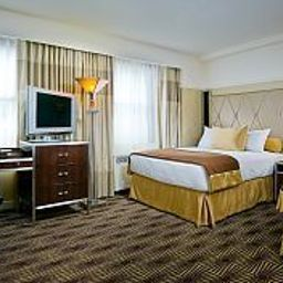 New_Yorker_Hotel-New_York-Room-7-141430.jpg