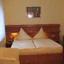 Koenig_Humbert_Garni-Erlangen-Double_room_standard-142736.jpg