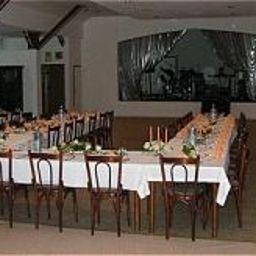 Greene_Landhaus-Kreiensen-Banquet_hall-143064.jpg