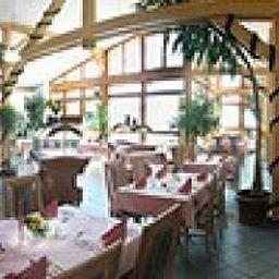 Tannenhof_Landhotel-Schoefweg-Langfurth-Restaurantbreakfast_room-144032.jpg