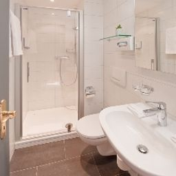Bristol-Zermatt-Bathroom-3-144167.jpg