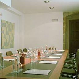 Palacio_de_San_Esteban-Salamanca-Conference_room-145431.jpg