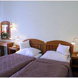 Erzsebet-Heviz-Room-6-146014.jpg