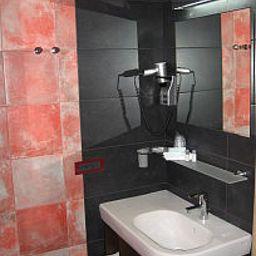 La_Pioppa-Bologna-Bathroom-2-146302.jpg