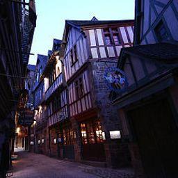 Auberge_Saint-Pierre_Symboles_de_France-Le_Mont-Saint-Michel-Exterior_view-1-146929.jpg