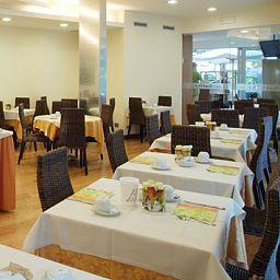 Daniele-Lignano_Sabbiadoro-Breakfast_room-147230.jpg