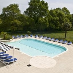 Piscine du Golf de Saint Laurent INTER-HOTEL Ploemel (Brittany)