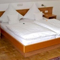 Bischoffs-Rodgau-Standard_room-5-153203.jpg