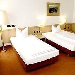 Adler-Frankfurt_am_Main-Room-3-154608.jpg