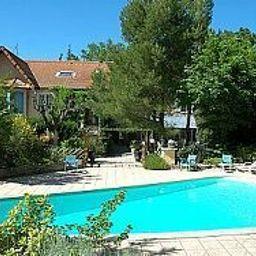 Hostellerie_Blason_de_Provence_Logis-Carpentras-Pool-200563.jpg