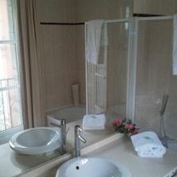 Georges_VI-Biarritz-Bathroom-1-200892.jpg