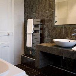Chateau_de_Beaulieu_Relais_du_Silence-Joue-les-Tours-Bathroom-202220.jpg