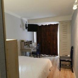 Empire-Nimes-Room-11-208743.jpg